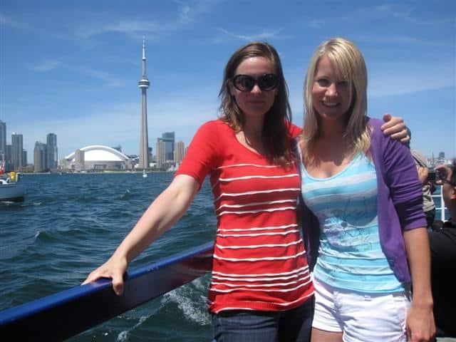 Karin Wells (re.) mit ihrer Schwester Eva (c) Astrid Hofer