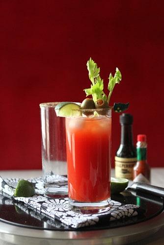 Ein leckerer Cocktail der Caesar oder die kanadische Bloody Mary. Foto Cookincanuck