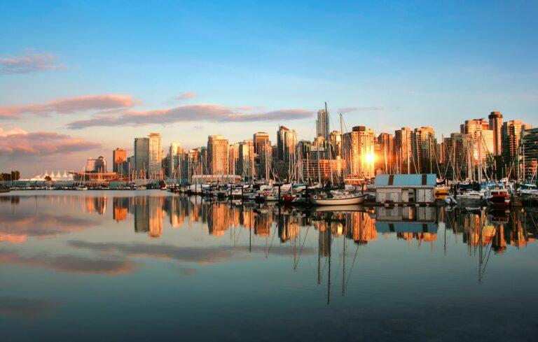 Die Skyline von Vancouver im Licht der Abendsonne. Foto sunsetpandionhiatus3 / Deposit