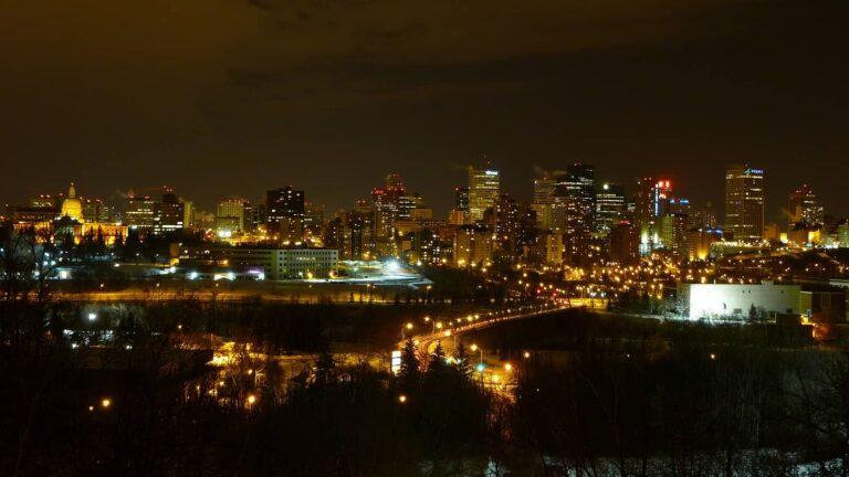 Edmonton bei Nacht.