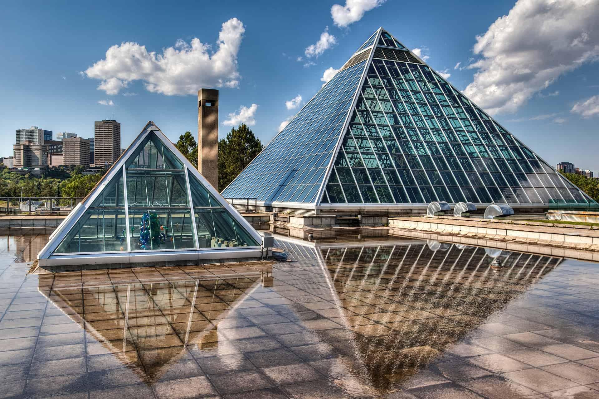 Glaspyramiden über Edmonton.
