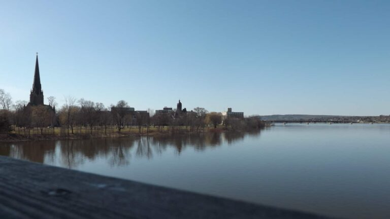 FrederictonSkyline - Knoxfordguy at English Wikipedia/https://creativecommons.org/licenses/by-sa/3.0/deed.en