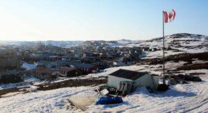 Iqaluit from Joamie Hill - Aaron M Lloyd/gemeinfrei
