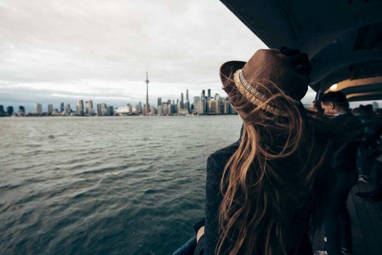Herbststimmung auf dem Ontariosee mit einem Blick von der Toronto Island Ferry auf Downtown Toronto. Foto Max Coquard