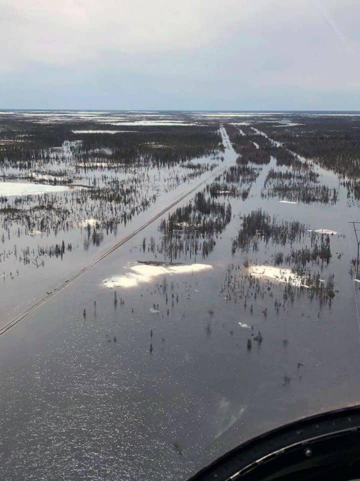 Die Schienen stehen unter Wasser, bis auf weiteres gibt es keine Züge von und nach Churchill (Manitoba Hydro, Facebook)