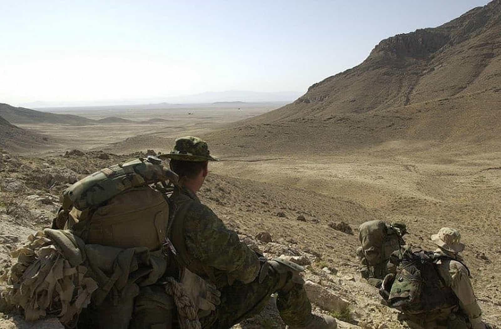 Kanadische Soldaten beteiligen sich an Auslandsmissionen wie hier in Afghanistan im Rahmen der Operation Cherokee Sky, die im Juli 2002 stattfand - U.S. Army photo by Staff Sgt. Robert Hyatt - Public Domain