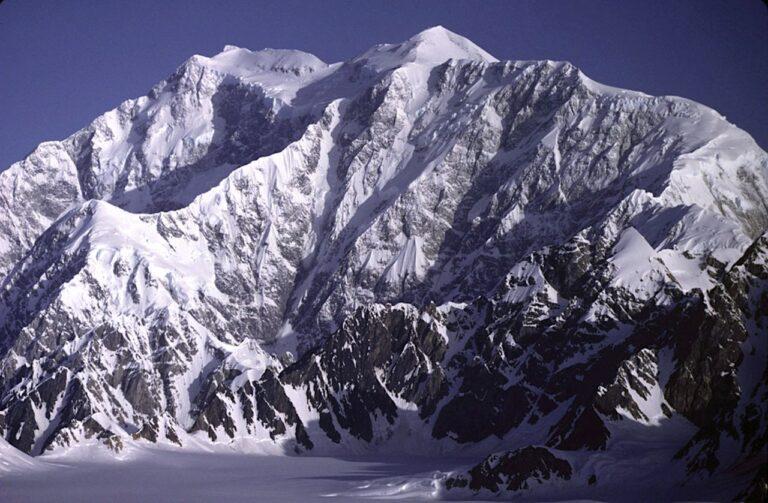 Der Mount Logan von Südosten gesehen. Foto Gerald Holdsworth / Gemeinfrei
