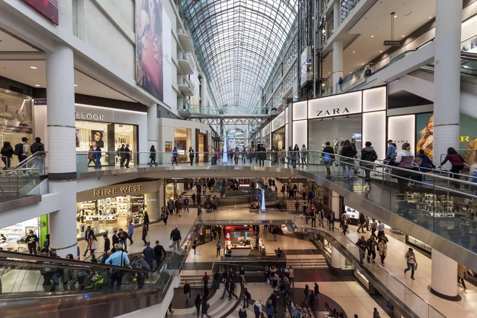 Das Eaton Centre in Toronto, mit einer Million Besuchern in der Woche eine der Haupttouristen-Attraktionen der Stadt Foto p.lange