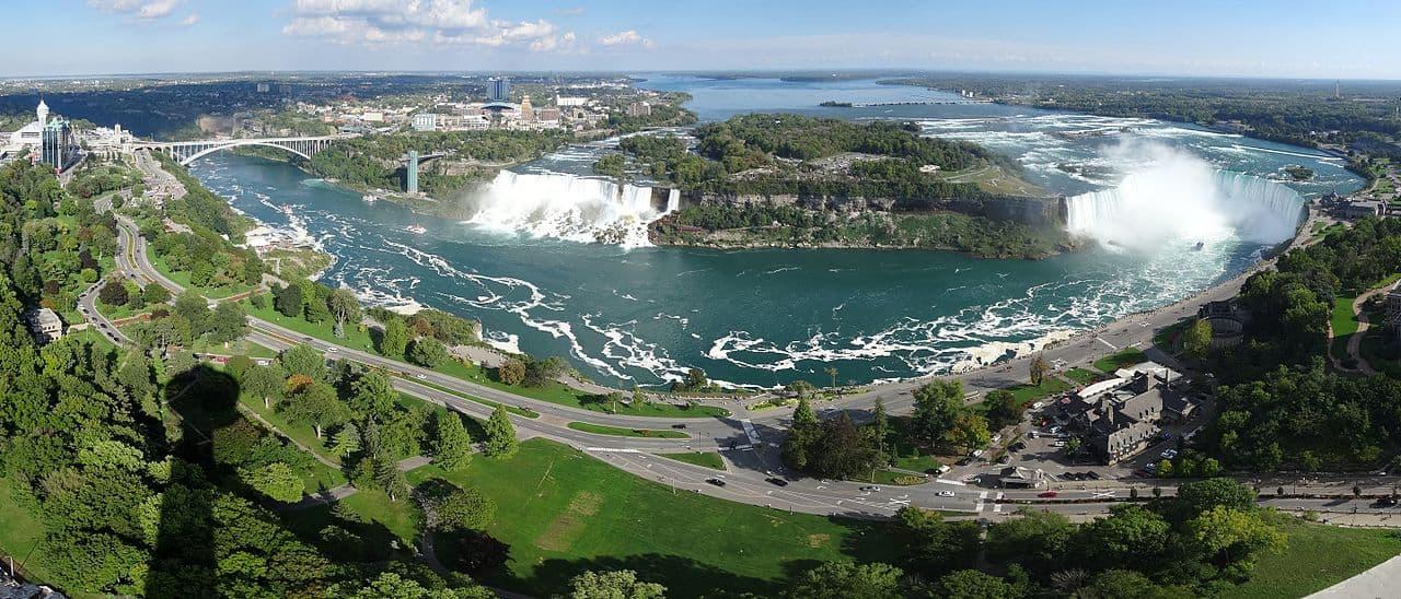 Blick von Skylon Tower auf die Niagara Fälle. Foto ErwinMeier/CC BY-SA 3.0