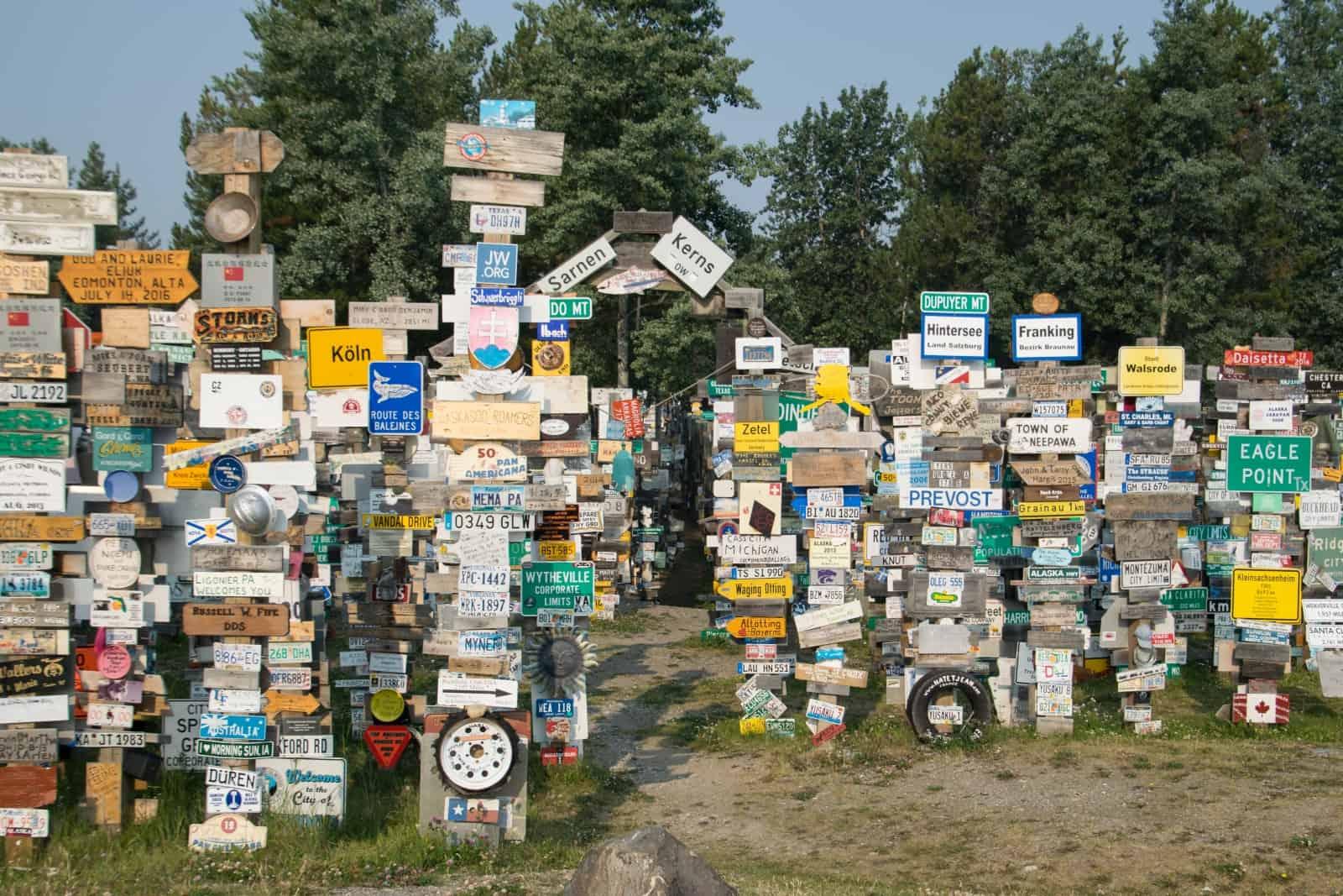 Der berühmte Sign Post Forest in Watson Lake. Foto Daniela Ganz
