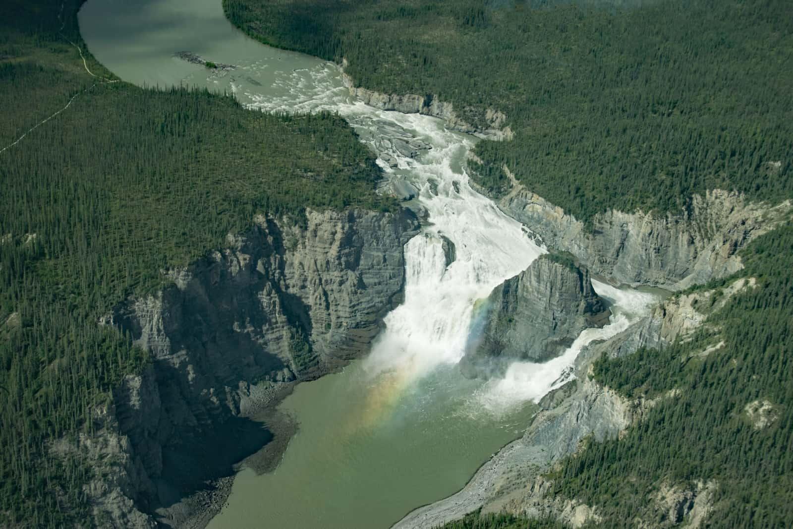 Was für ein beeindruckender Anblick aus der Luft, die 96 Meter hohen Virginia Falls im Nahanni Nationalpark Reserve. Foto Daniela Ganz