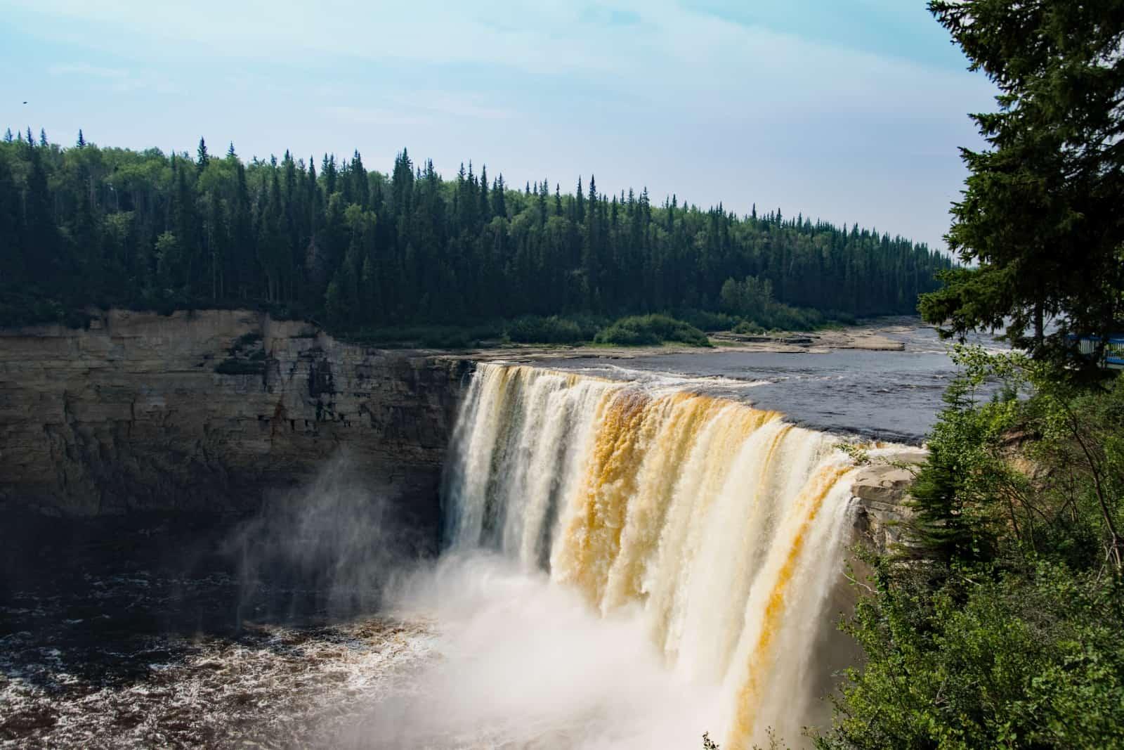 Die Alexandra Falls, Teil der sogenannten Twin Fall. Die Fälle sind mit 32 Metern Höhe die dritthöchsten der NWT. Foto Daniela Ganz