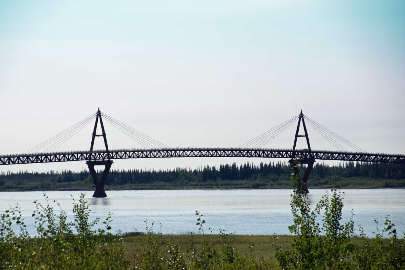 Über 1,6 Kilometer lang, über 1,1 Kilometer überspannt sie den Mackenzie River bei Fort Providence. Foto Daniela Ganz