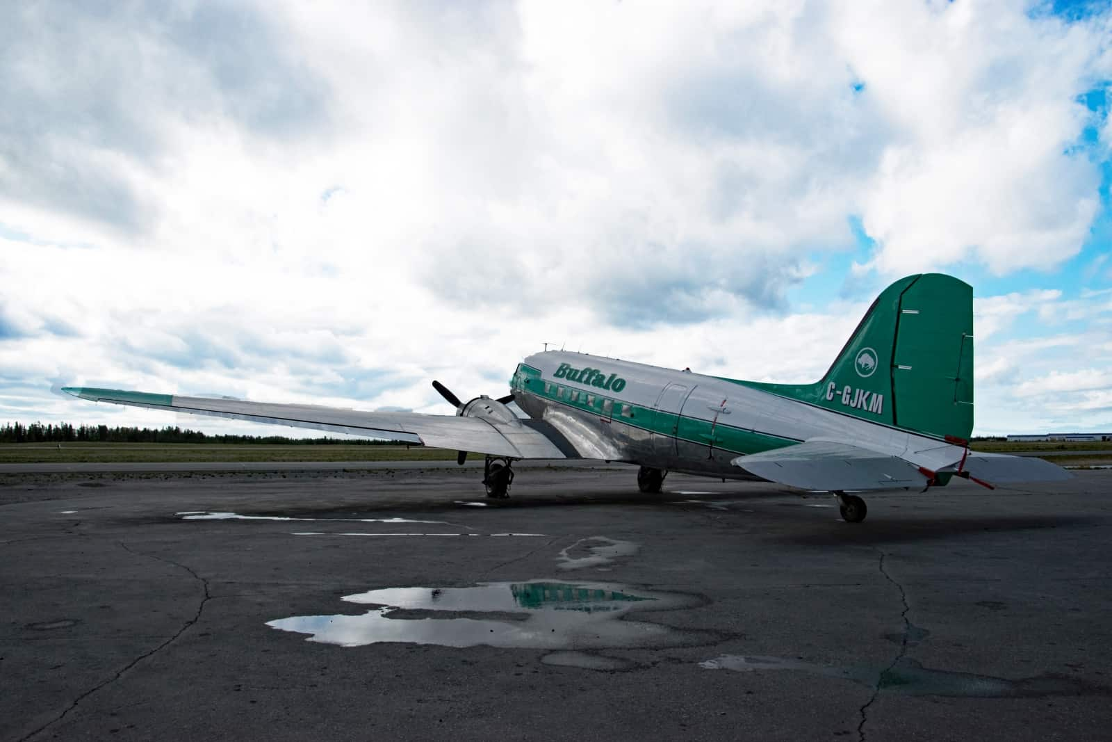 Fliegende Legende und TV-Star bei den Ice-Pilots NWT, die Douglas DC-3 der Buffalo Airways in Yellowknife. Foto Daniela Ganz