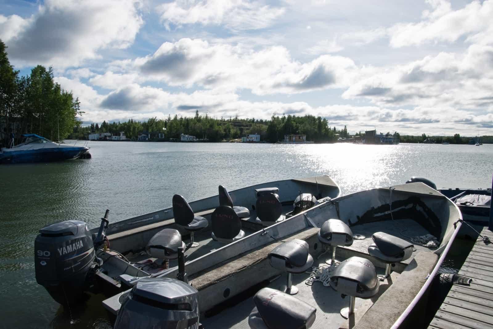 Auf geht's zu einer Bootstour mit Yellowknife Outdoor Adventures auf den Great Slave Lake. Bootsführer Carlos weiss eine Menge zu erzählen. Einfach spannend. Foto Daniela Ganz