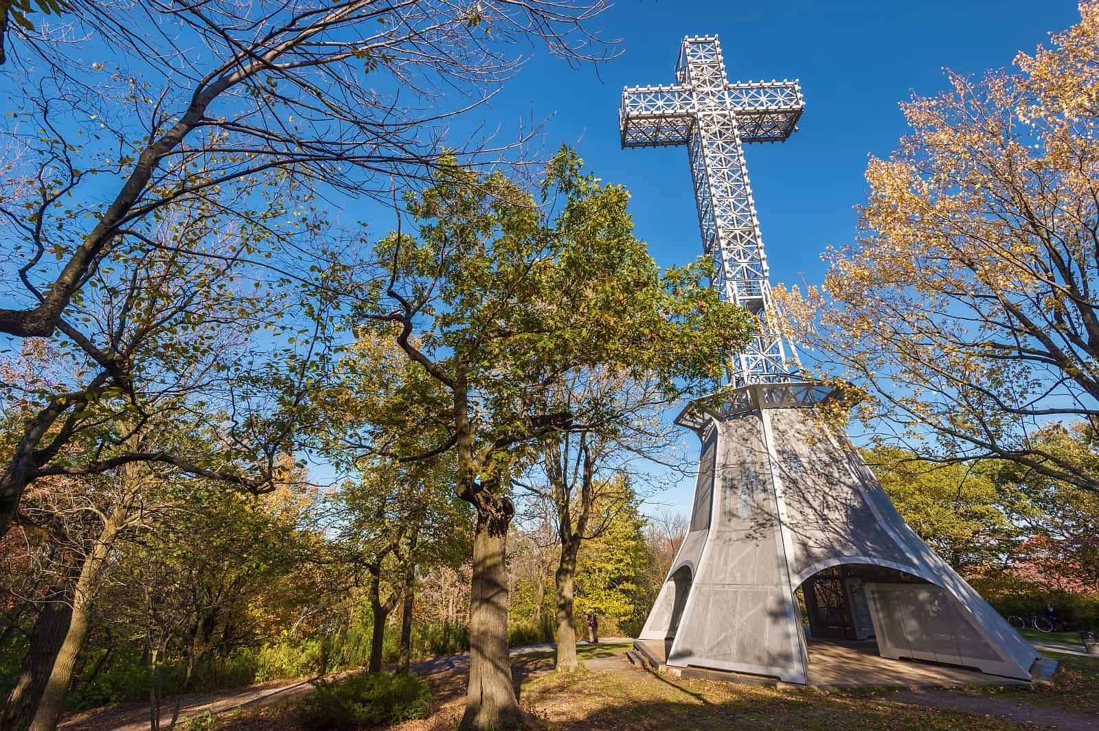 Mont-Royal-Kreuz. Foto Mbruxelle/Bigstock