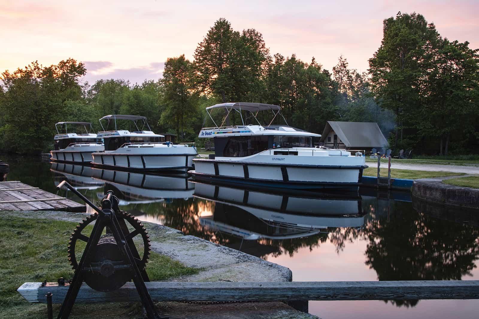 Eine komfortable und luxuriöse Hausbootflotte. Foto Le Boat