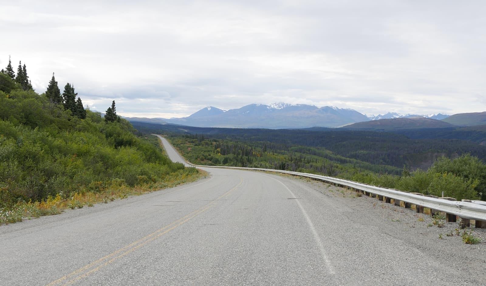 Die weiten Landschaften auf den Highways erkunden. Am besten mit einem Wohnmobil.