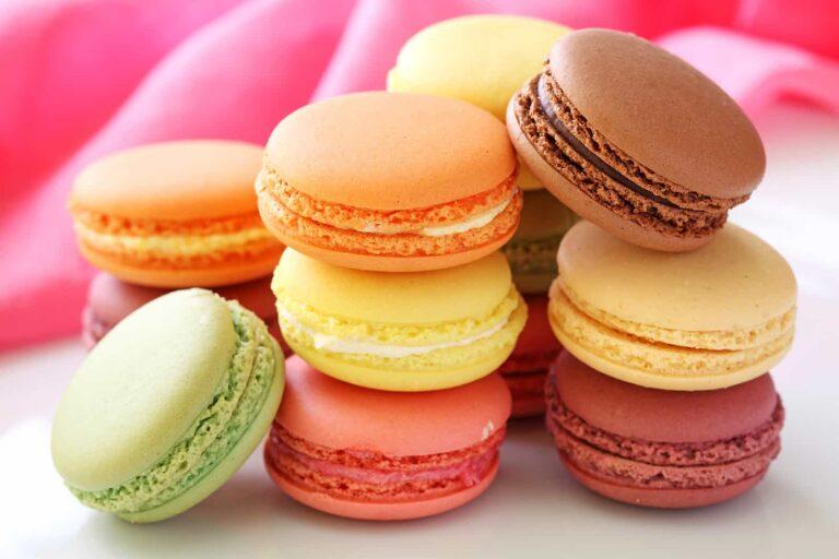 Macarons, eine Leckerei in verschiedenen Farben. Foto Elena Schweitzer / Deposit