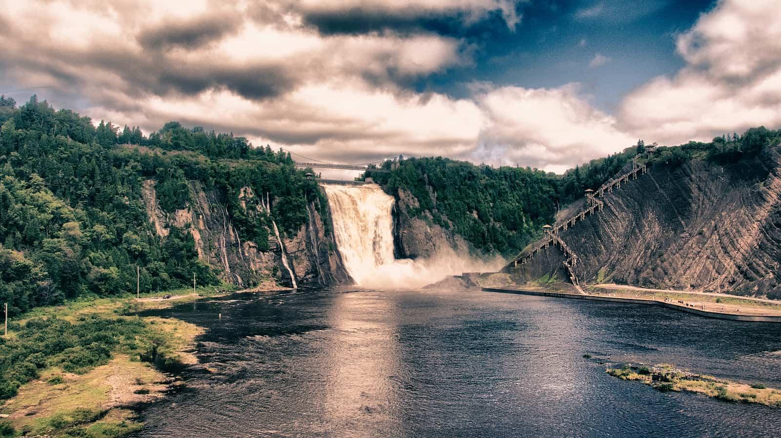 Der 83 Meter hohe Montmorency-Fall ist eine der Touristenattraktionen im Umland von Quebec City.