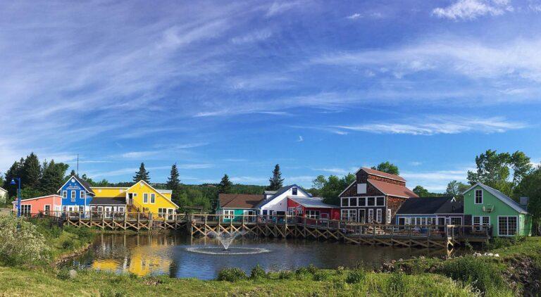 Wharf Village, der originalgetreue Nachbau eines Fischerdorfes, ist eine der Attraktionen des Magnetic Hill Areas. Foto City of Moncton