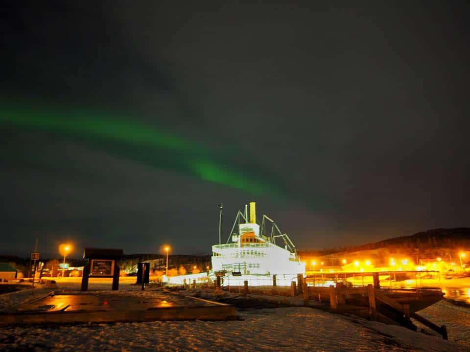 Auch in der Hauptstadt des Yukon Territories sieht man die mystischen Nordlichter sehr gut. Foto TobiasBarth