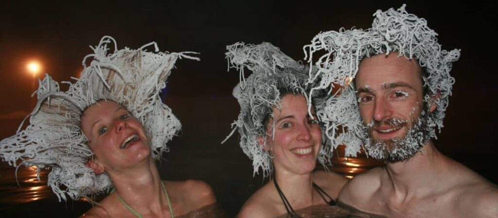 Sehenswürdigkeiten Whitehorse: Eine Riesenspaß ist der jedes Haar stattfindende International Hair Freeze Contest. Foto Takhini Hot Pools
