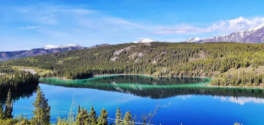 Ein Juwel am South Klondike Highway im Yukon, der Emerald Lake. Foto TobiasBarth