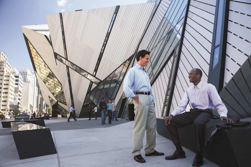 Mittagszeit am Royal Ontario Museum in Toronto. Willkommen in einer wunderschönen Stadt. Foto Canadian Tourism Commission