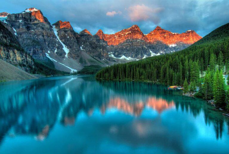Der Morraine Lake im Sommer, Sonnenaufgang für einen herrlichen Tag im Banff Nationalpark. Foto JamesWheeler/Deposit
