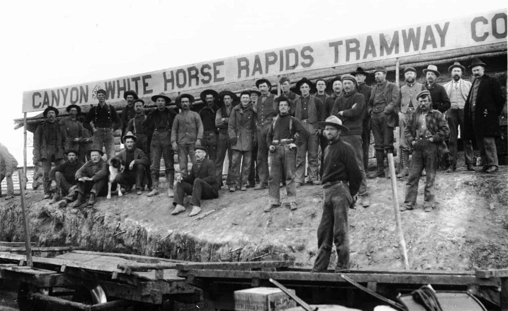 Ein historischer Blick auf die aufgegangene Canyon City mit der Whitehorse Rapids Tramway. Foto Yukon Archives, H.C. Barley fonds, 82/298, #4665