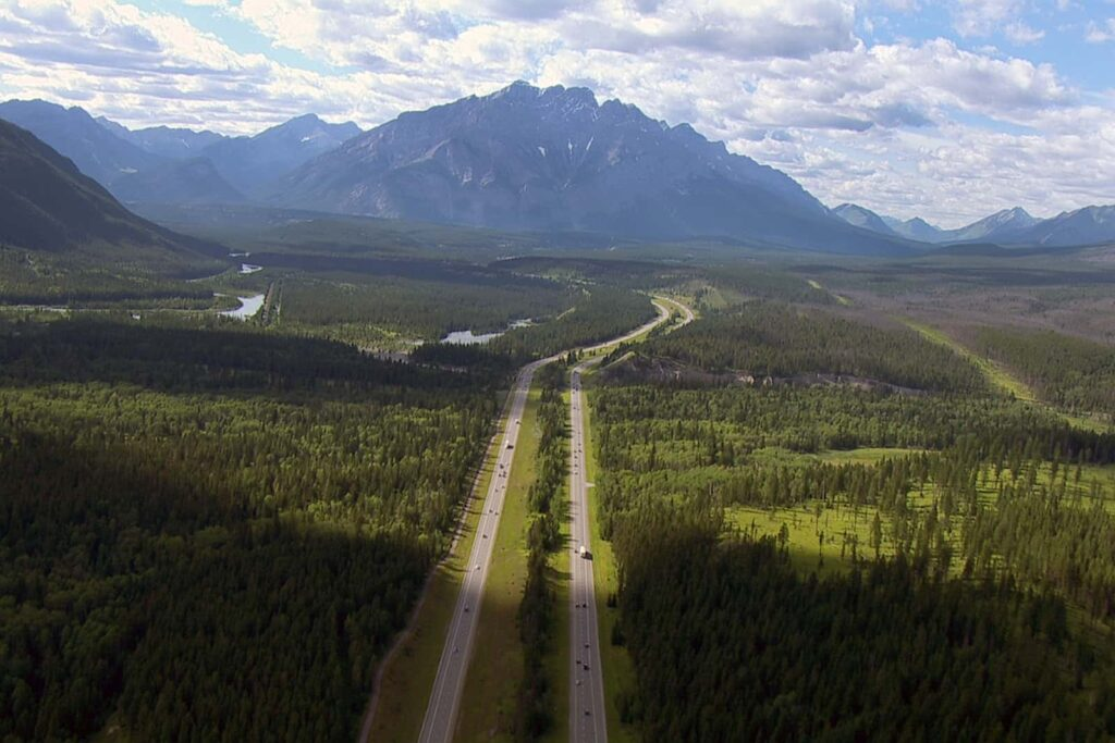 Blick auf den Trans-Canada Highway. Foto Arte / © Florianfilm