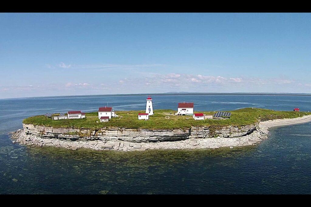 Blick auf die Ile aux Perroquets, die Papageieninsel. Foto Arte / © Florianfilm