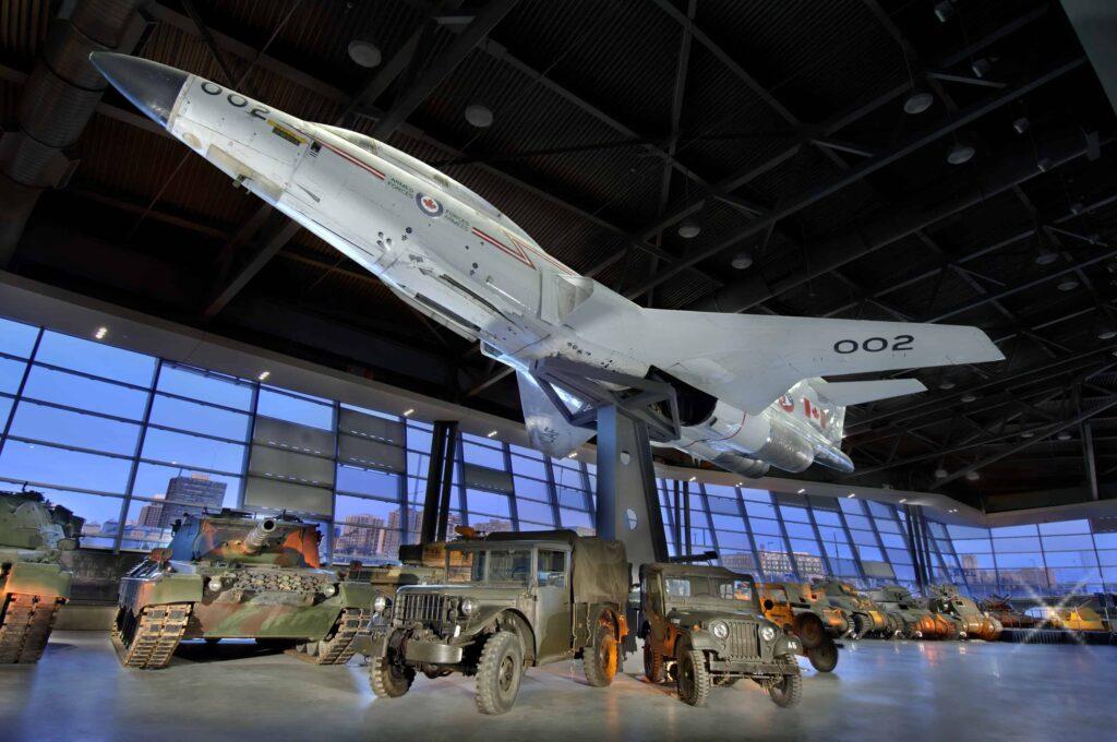 Blick ins Innere des Canadian War Museum mit einer CF-101 Voodoo Interceptor in der LeBreton Gallery. Foto Canadian War Museum