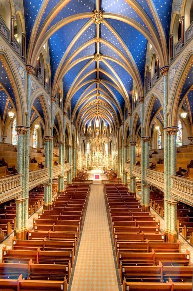 Blick ins Innere der Kathedralbasilika Notre Dame. Foto Brian Kutner/Ottawa Notre Dame Cathedral Basilica