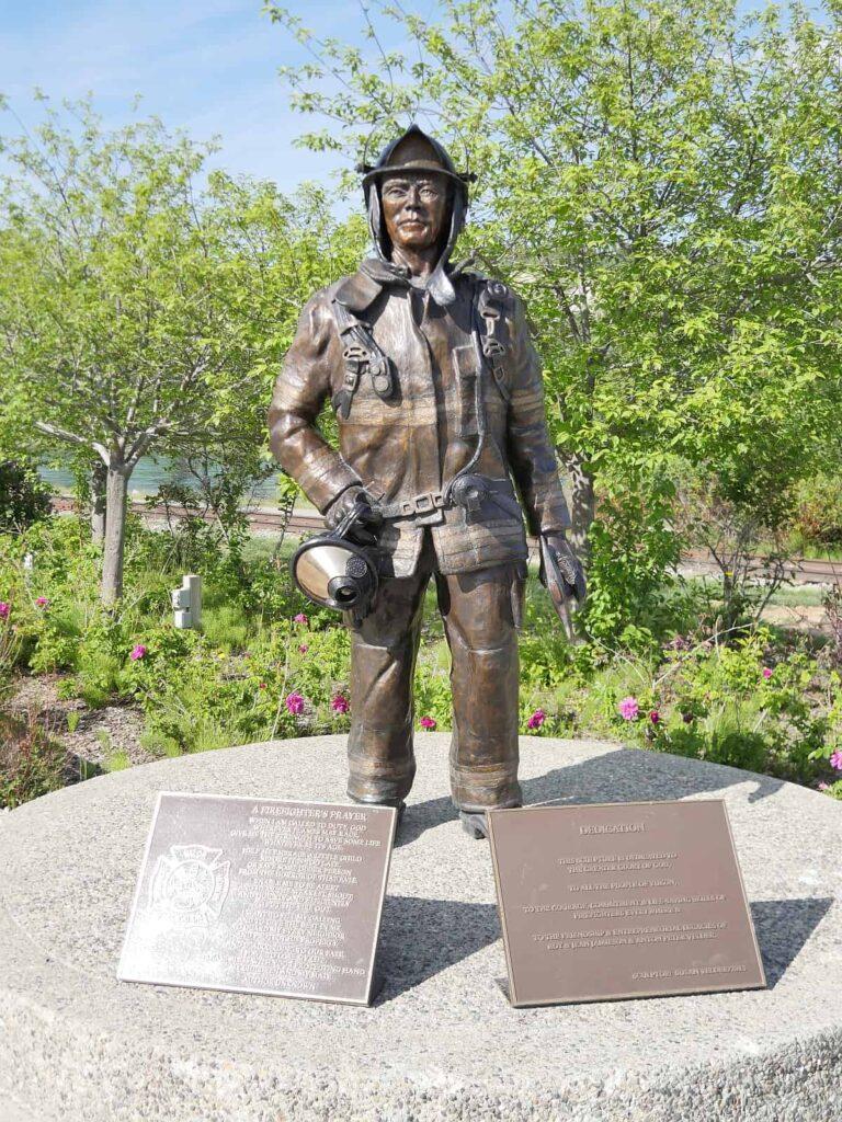 Vielerorts wie hier in Whitehorse, Yukon wurden dem tapferen Firefighter Denkmale gesetzt. Männer wie Frau setzen heute zur Rettung von Mensch und Natur ihr eigenes Leben ein. Foto apr
