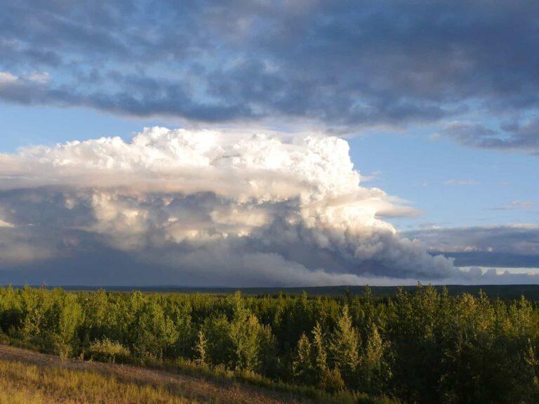 Kilometerweit sichtbar, die Rauchwolken der Wildfire in British Columbia. Foto apr