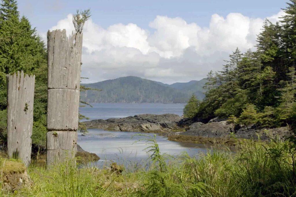 Haida-Totempfahl in SGang Gwaay. Foto Arte / © Florianfilm