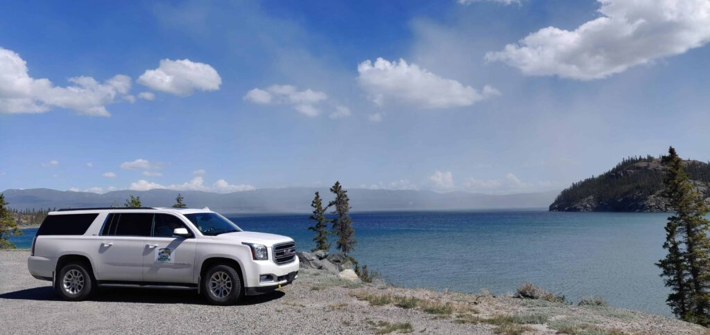 EPIC NORTH Tour Experiences SUV Premium Touren am Kluane Lake im Yukon
