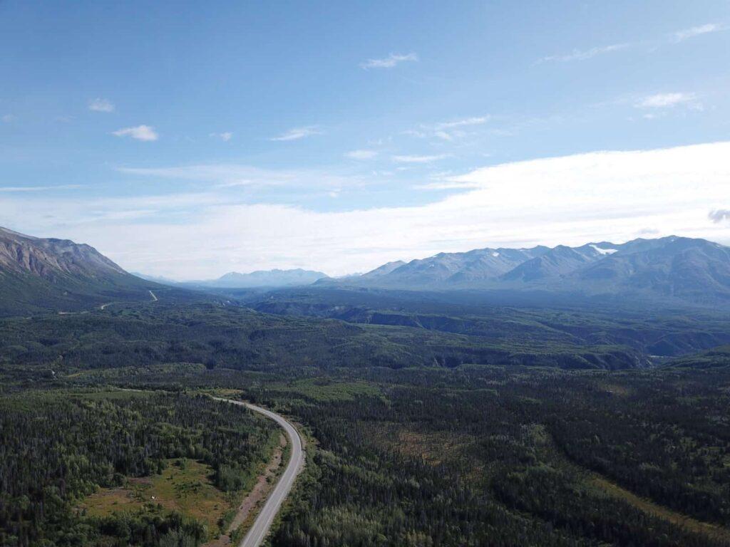 Vom uralten Saumweg der Tlingit zur Militärstraße des 2. Weltkriegs, heute eine wunderschöne Panoramastraße von Haines Junction / Kanada nach Haines / USA. Foto TobiasBarth