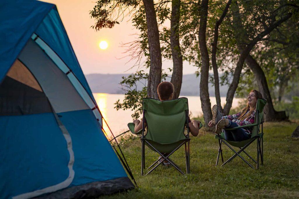 Camping mit Zelt und entschleunigt vom Stress des täglichen Lebens, wie hier im Crooked Lake Provincial Park in Saskatchewan. Kann man Kanada besser entdecken? Foto Tourism Saskatchewan/Greg Huszar Photography