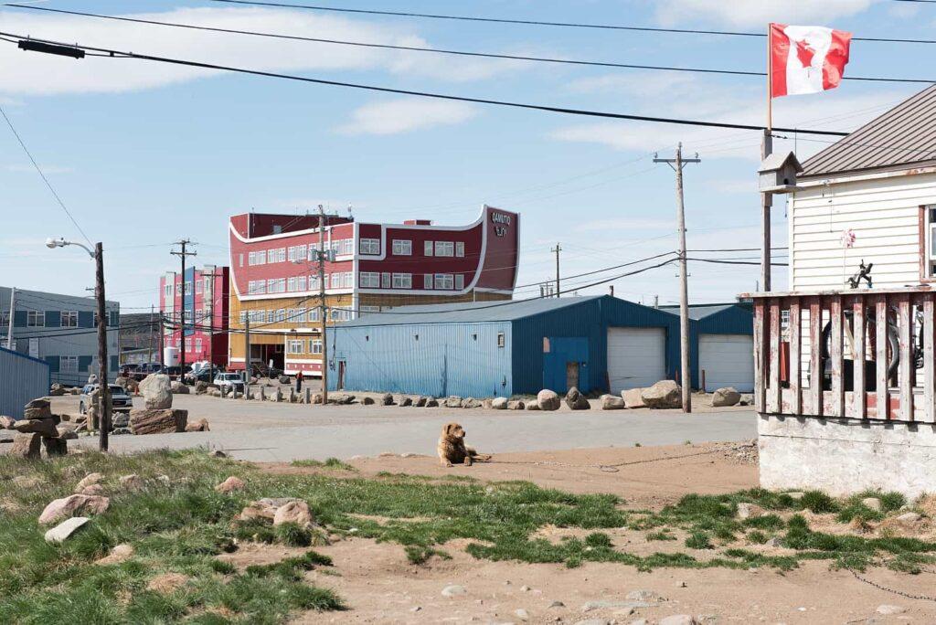 Straßenszene in Iqaluit, Nunavut. Foto Destination Canada