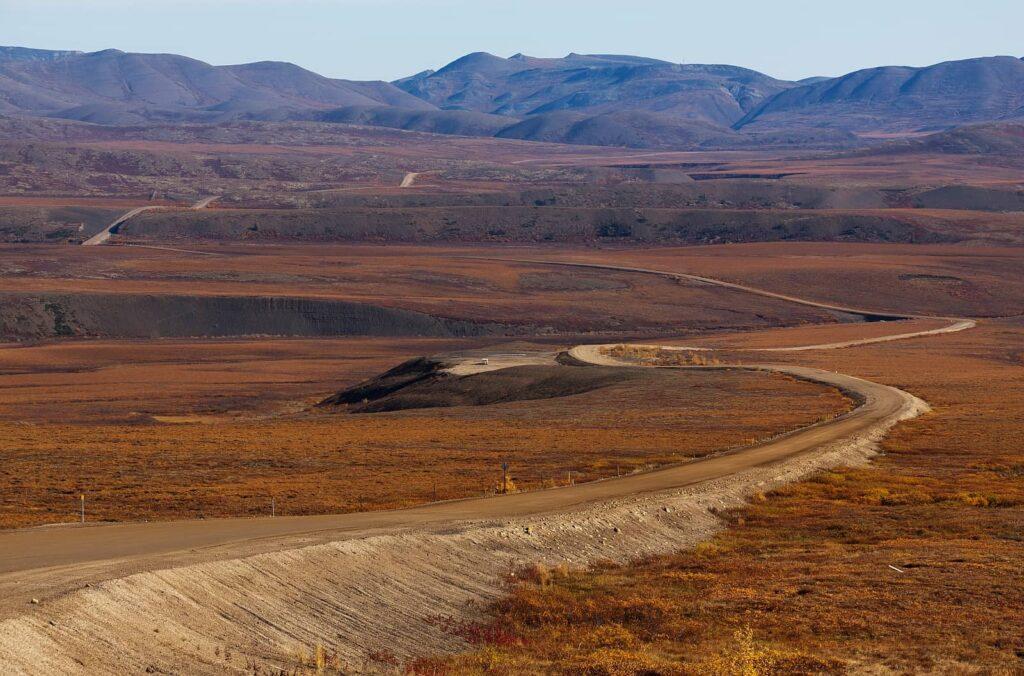 Unendlich scheinendes weites Land. Auf dem Dempster Highway zwischen Dawson City, Yukon und Inuvik, Northwest Territories. Foto friederich / Deposit