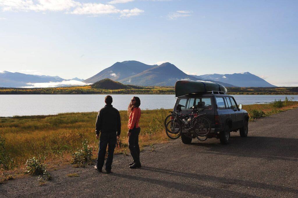 Traumstraßen Kanadas. Der Haines Highway, eine der schönsten Panoramastraßen der Welt. Foto Government of Yukon/Derek Crowe