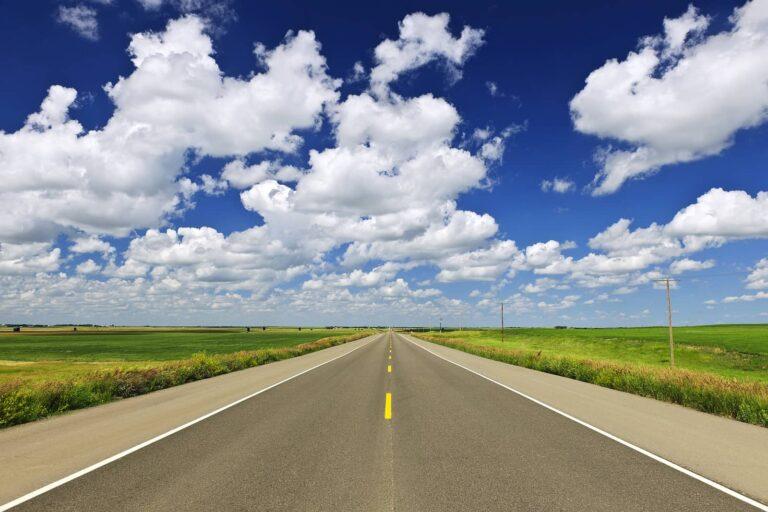 Viele Highways in Kanada tragen zurecht das Attribut Traumstraße. Die Panoramastraßen des Landes zählen zu den schönsten Weltweit. Foto elenathewise / Deposit
