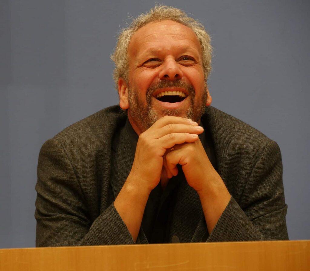 Larry Weinstein in der Bundespressekonferenz. Foto Elli Baumann