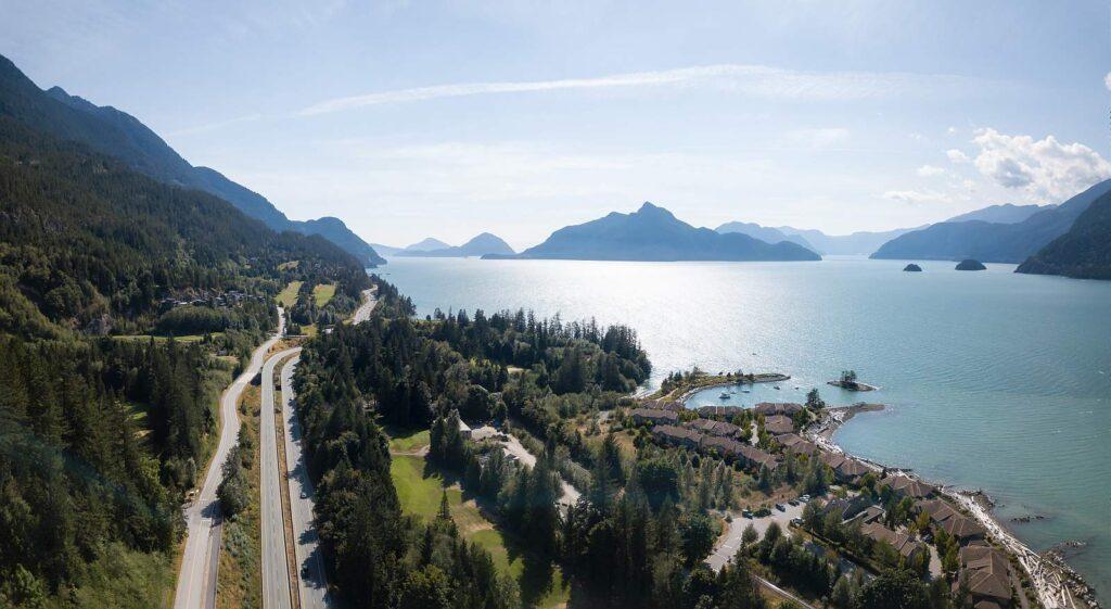 Traumwelt Highways: From Sea to Sky, vom Meer in den Himmel, auf dem Highway 99 und seinem Teilabschnitt, dem Sea-to-Sky Highway wird dieser Traum real. Foto edb3_16 / Deposit