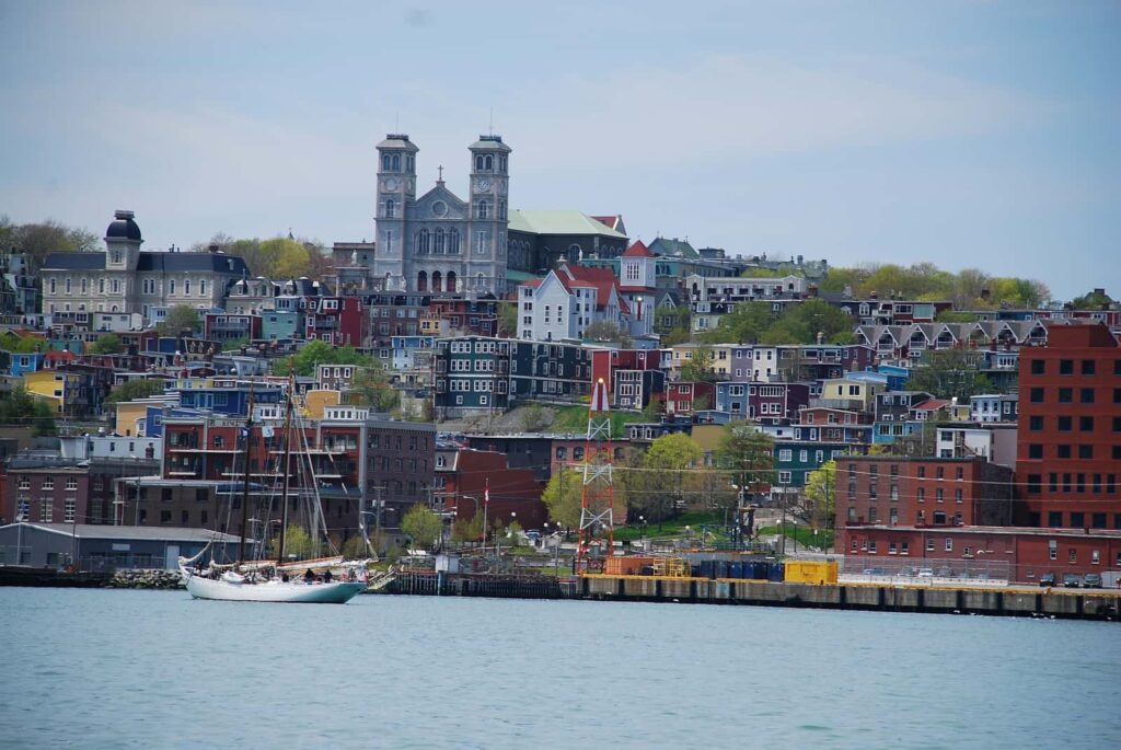 Blick auf die prächtige und farbenfrohe Kulisse von St. John's, Neufundland und Labrador. Foto Newfoundland and Labrador Tourism