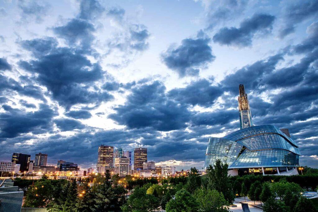 Blick auf Winnipeg mit dem Canadian Museum of Human Rights. Foto BrandCanadaLibrary