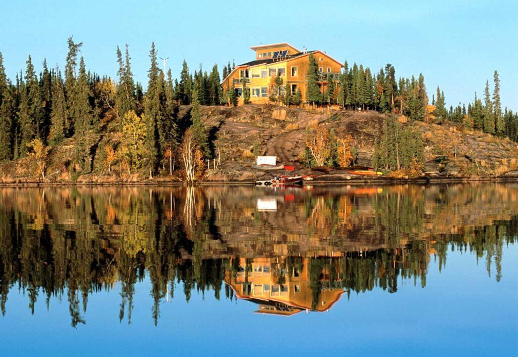 Willkommen in Yellowknife, der Hauptstadt der Nordlichter, die du zum Beispiel von der Blachford Lake Lodge aus bestaunen kannst. Foto Tessa MacIntosh